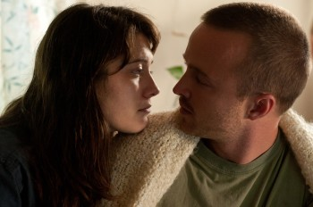 Mary-Elizabeth-Winstead-and-Aaron-Paul-in-Smashed